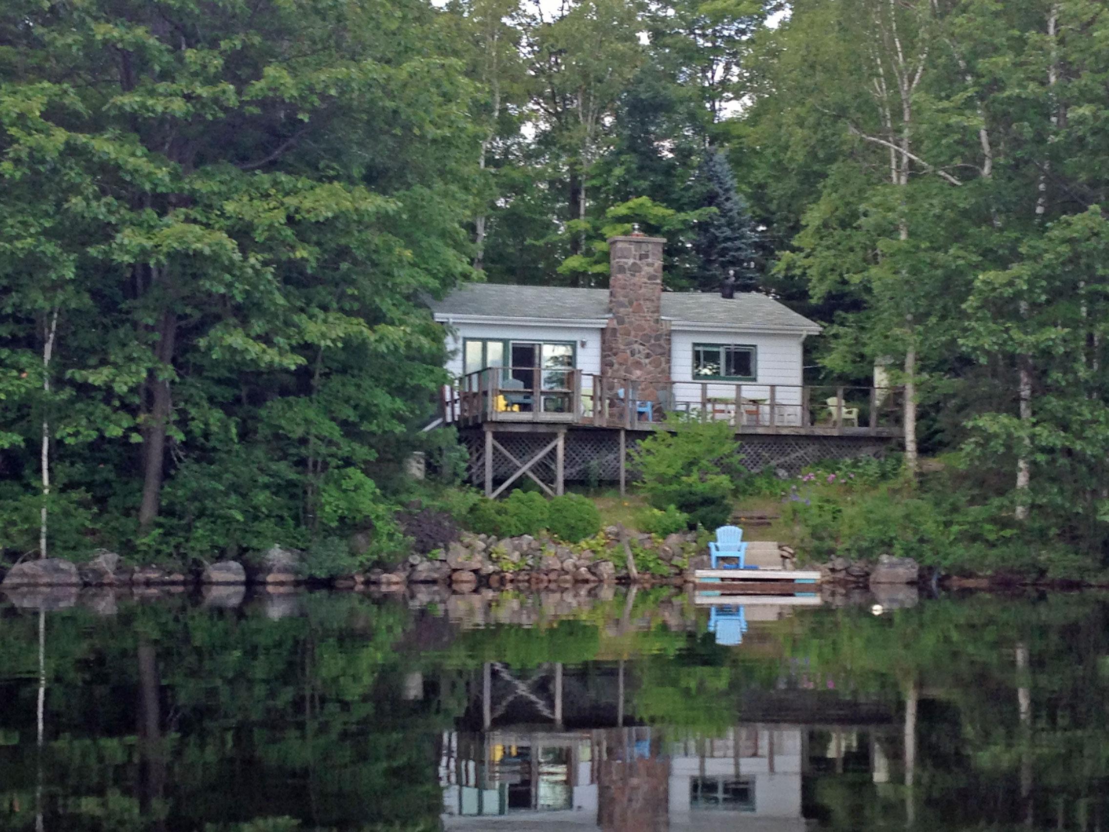 white cottage on mirror lake