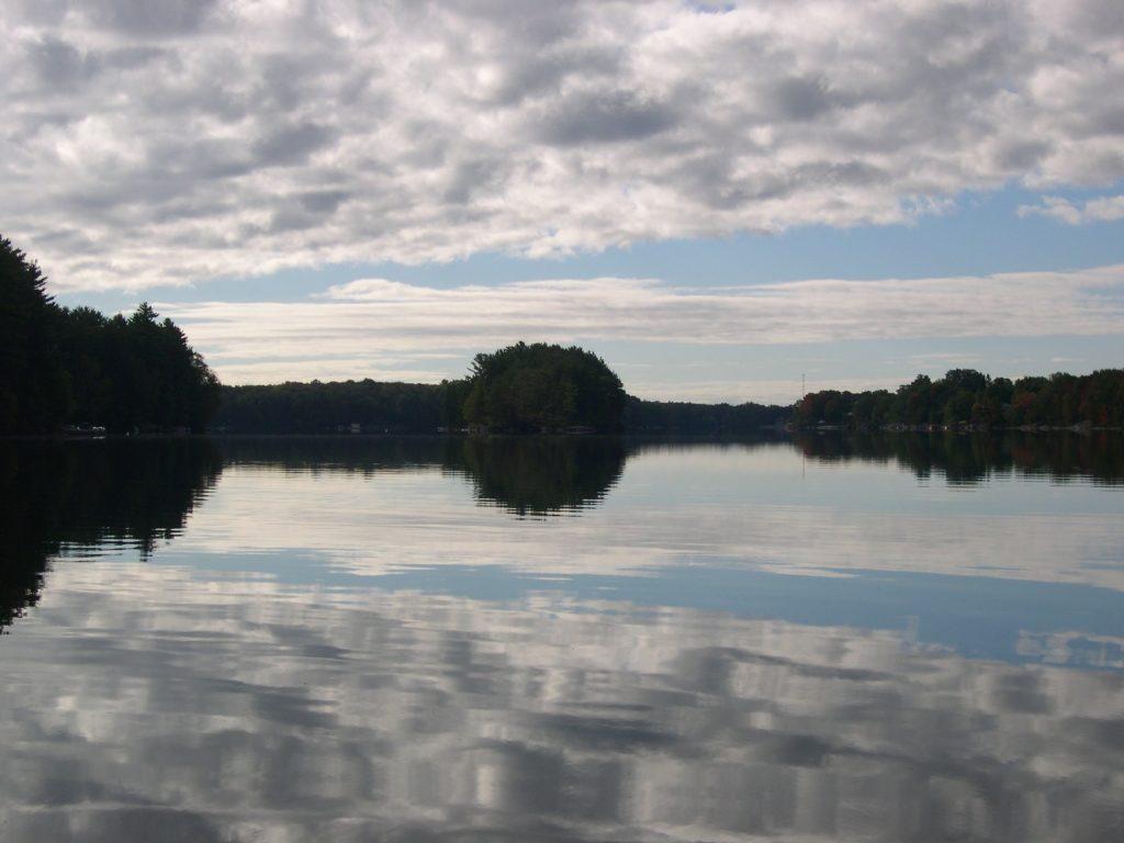 reflectCoudsIsland