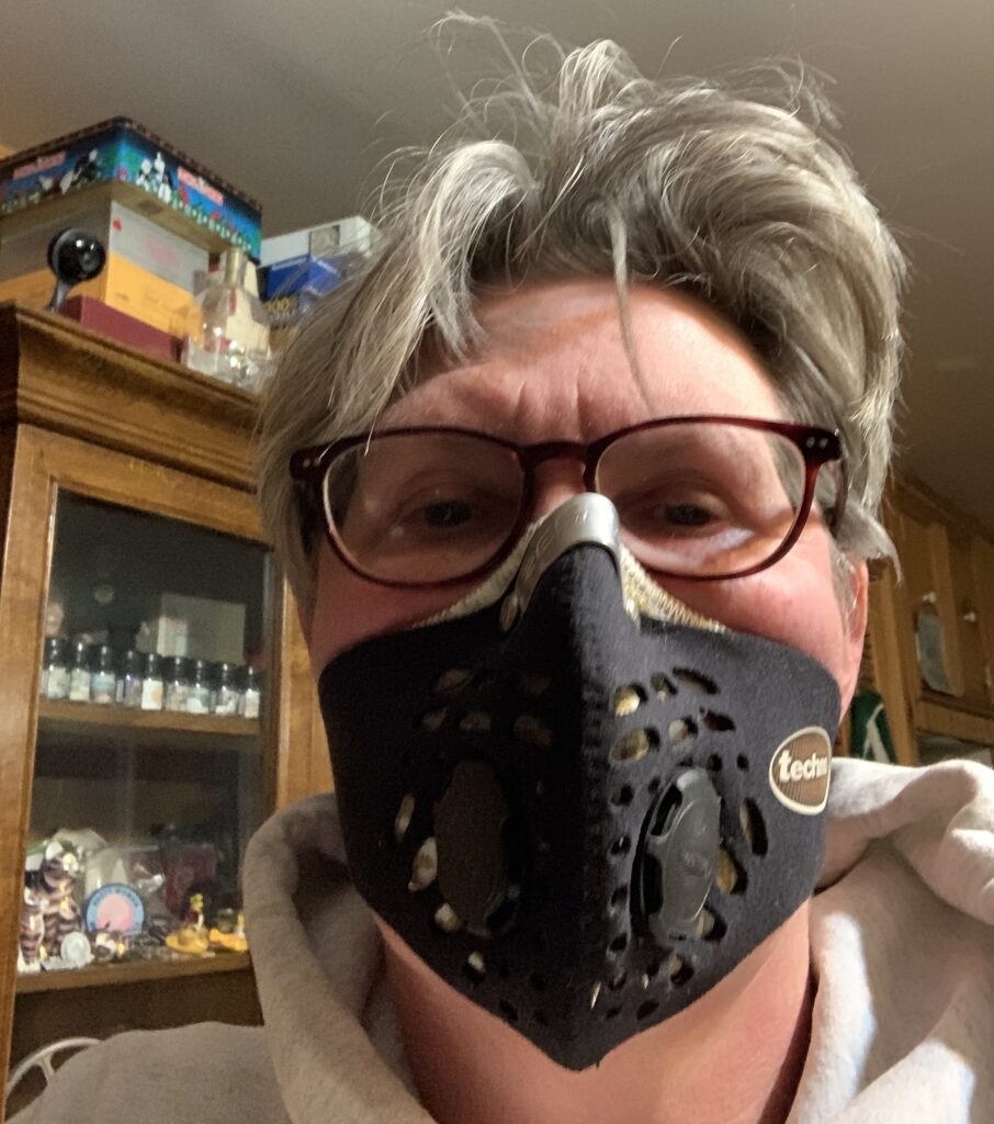 woman in filter mask